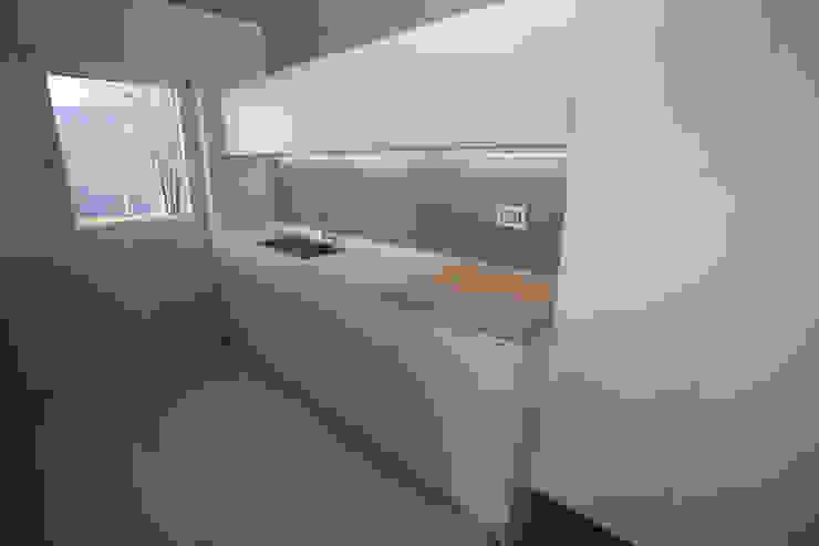 Cocinas de estilo moderno de marco.sbalchiero/interior.design Moderno