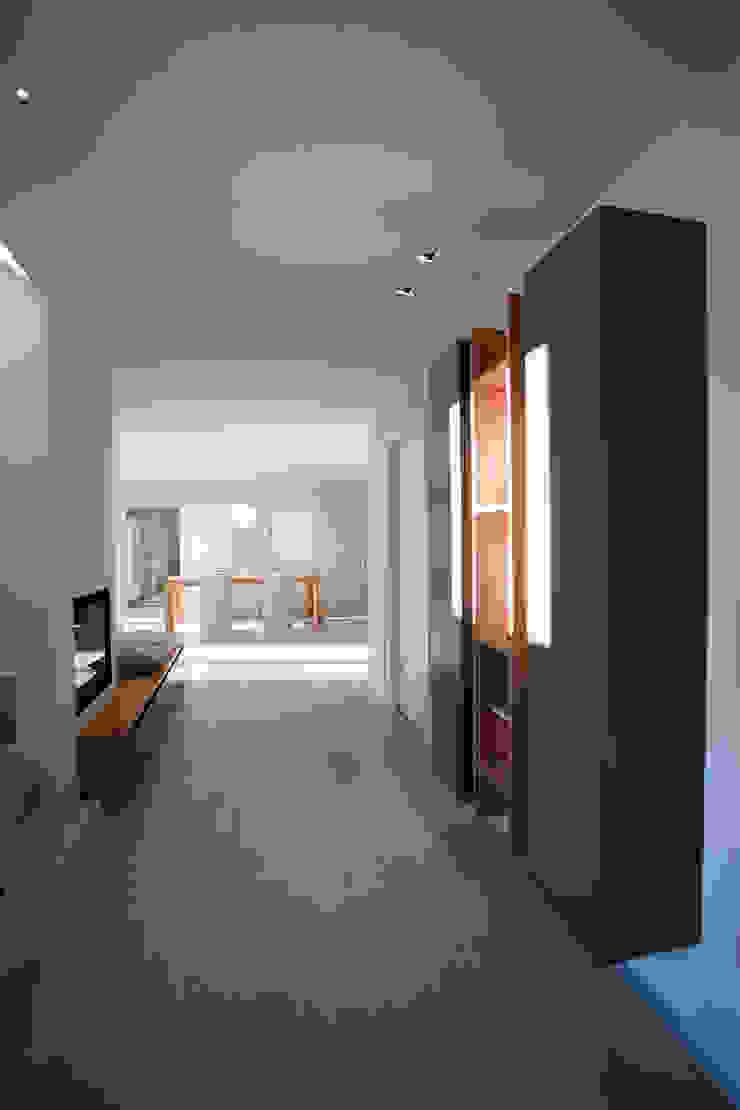 CASA GI Ingresso, Corridoio & Scale in stile moderno di marco.sbalchiero/interior.design Moderno