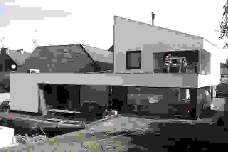 Snake House - Court-Saint-Etienne, Belgium Maisons modernes par jdArchitecture Moderne