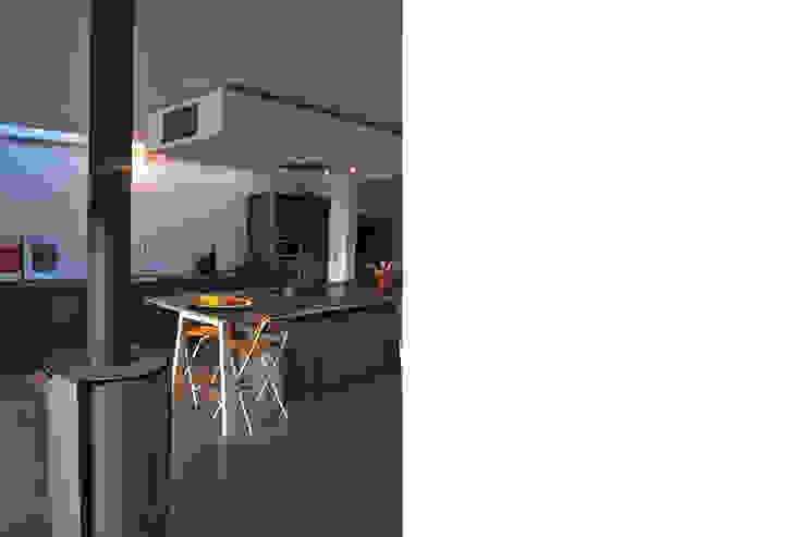 Snake House - Court-Saint-Etienne, Belgium Cuisine moderne par jdArchitecture Moderne