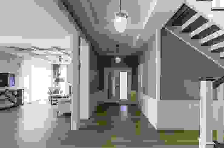Scandinavian style corridor, hallway& stairs by Belimov-Gushchin Andrey Scandinavian