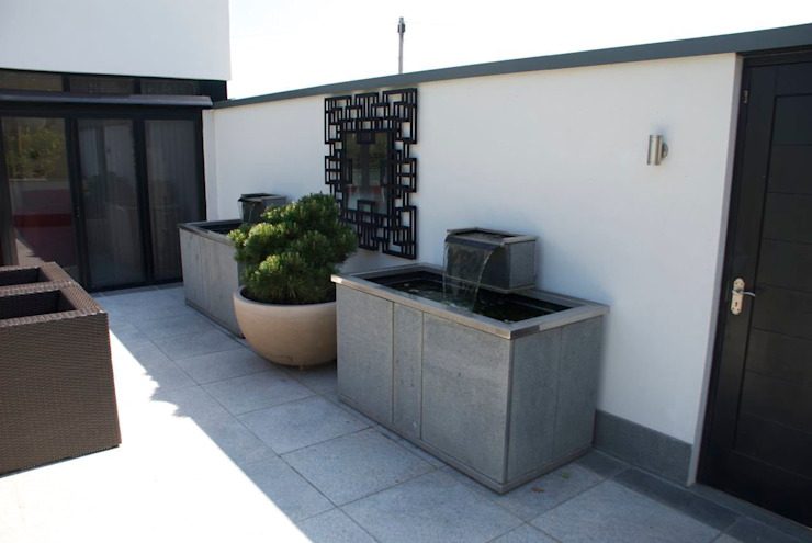 Modern, bespoke stone water tanks od Barry Holdsworth Ltd