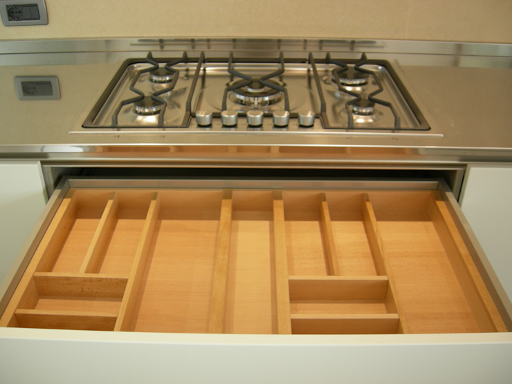 Appartamento Padova (PD) Cucina moderna di Simone Battistotti - SB design Moderno