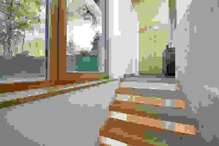 offene Treppe Moderner Flur, Diele & Treppenhaus von peter glöckner architektur Modern