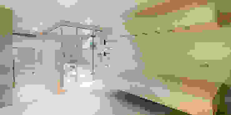 horizontal shower und Dampfbad Moderner Spa von peter glöckner architektur Modern