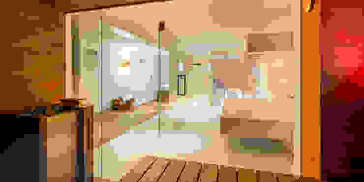 Blick aus Sauna Moderner Spa von peter glöckner architektur Modern