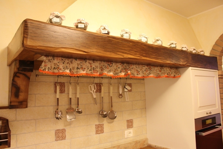 Cucina Shabby Chic Cucina in stile rustico di Falegnameria Ferrari Rustico