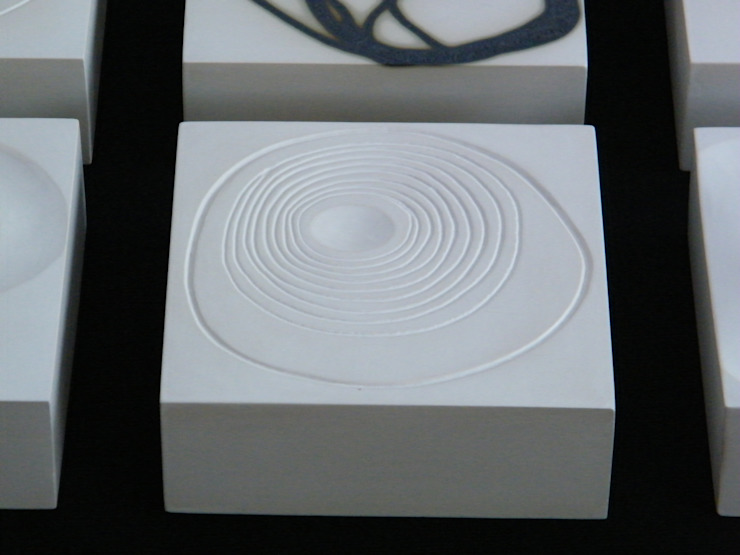 Signals of life - E - Composition(s) van Marc Verbruggen - ceramic art Minimalistisch