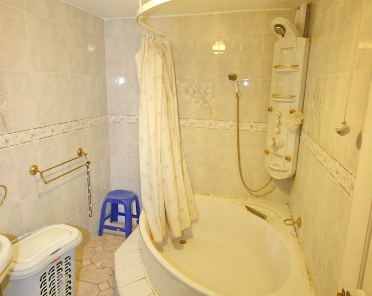 en-suite to bedroom 1 - before by Aura Designworks Ltd