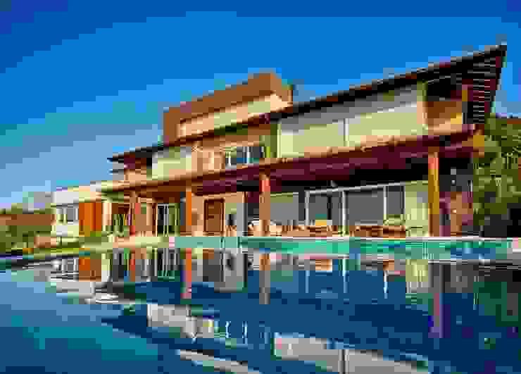 Fachada com piscina Casas modernas por Espaço do Traço arquitetura Moderno
