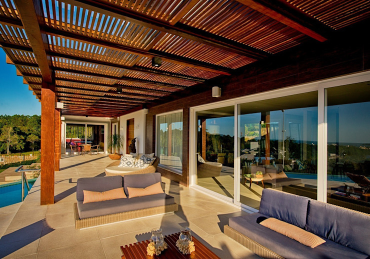 Balcones y terrazas de estilo moderno de Espaço do Traço arquitetura Moderno