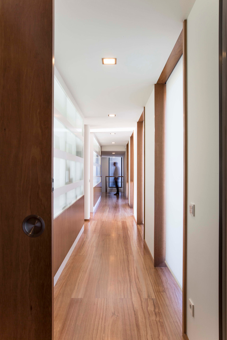 Casa JD Corredores, halls e escadas modernos por Atelier Lopes da Costa Moderno