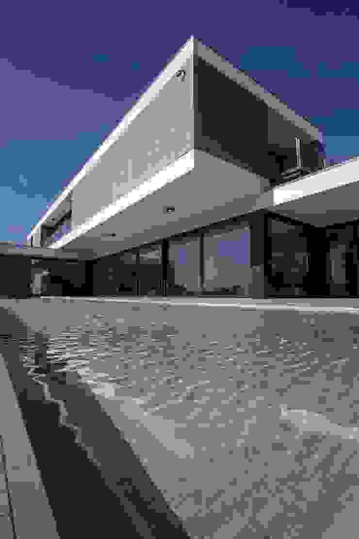 Casa JD Piscinas modernas por Atelier Lopes da Costa Moderno