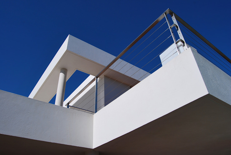 Casa Amos, detalle Balcones y terrazas de estilo moderno de saz arquitectos Moderno