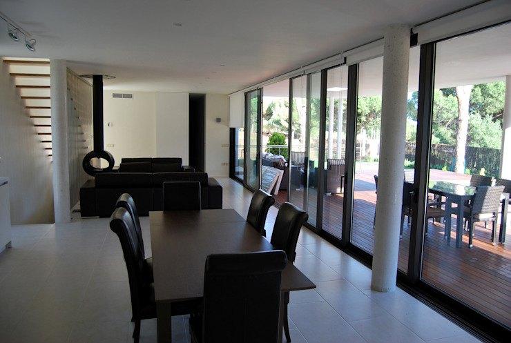 Casa Amos, interior Salones de estilo moderno de saz arquitectos Moderno