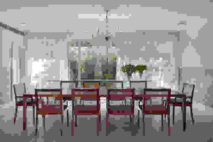 Modern dining room by Gisele Taranto Arquitetura Modern