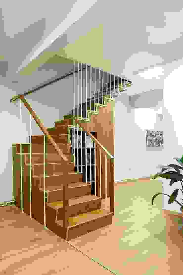 DICLE HOKENEK ARCHITECTURE Corridor, hallway & stairsStairs