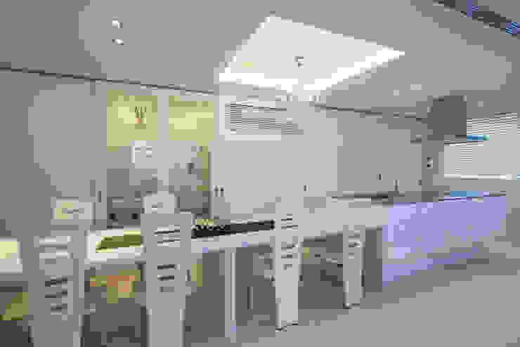 株式会社 入船設計 Eclectic style dining room