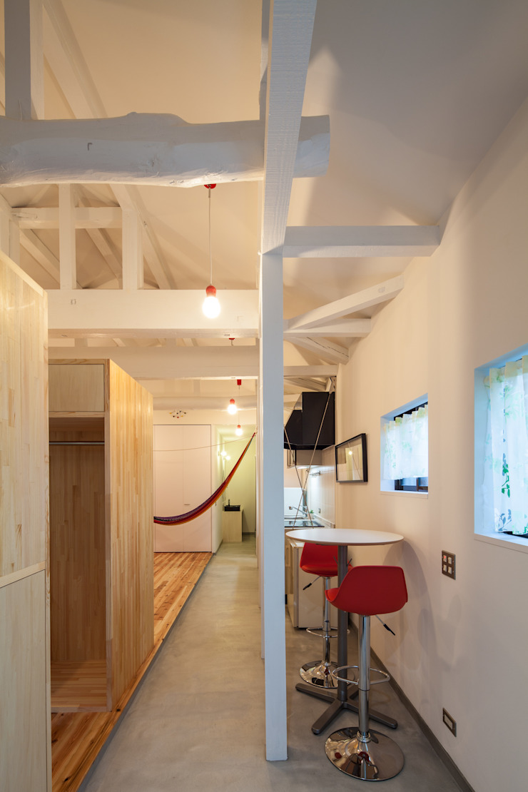 Eclectic style media rooms by 株式会社 入船設計 Eclectic