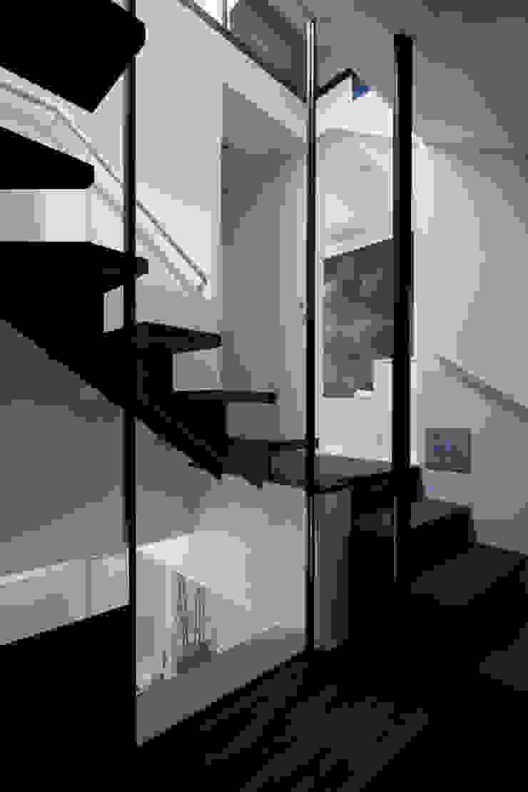 metis オリジナルスタイルの 玄関&廊下&階段 の 筒井紀博空間工房/KIHAKU tsutsui TOPOS studio オリジナル