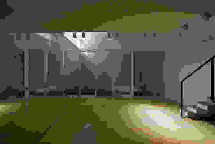 Gimnasios en casa de estilo ecléctico de 筒井紀博空間工房/KIHAKU tsutsui TOPOS studio Ecléctico