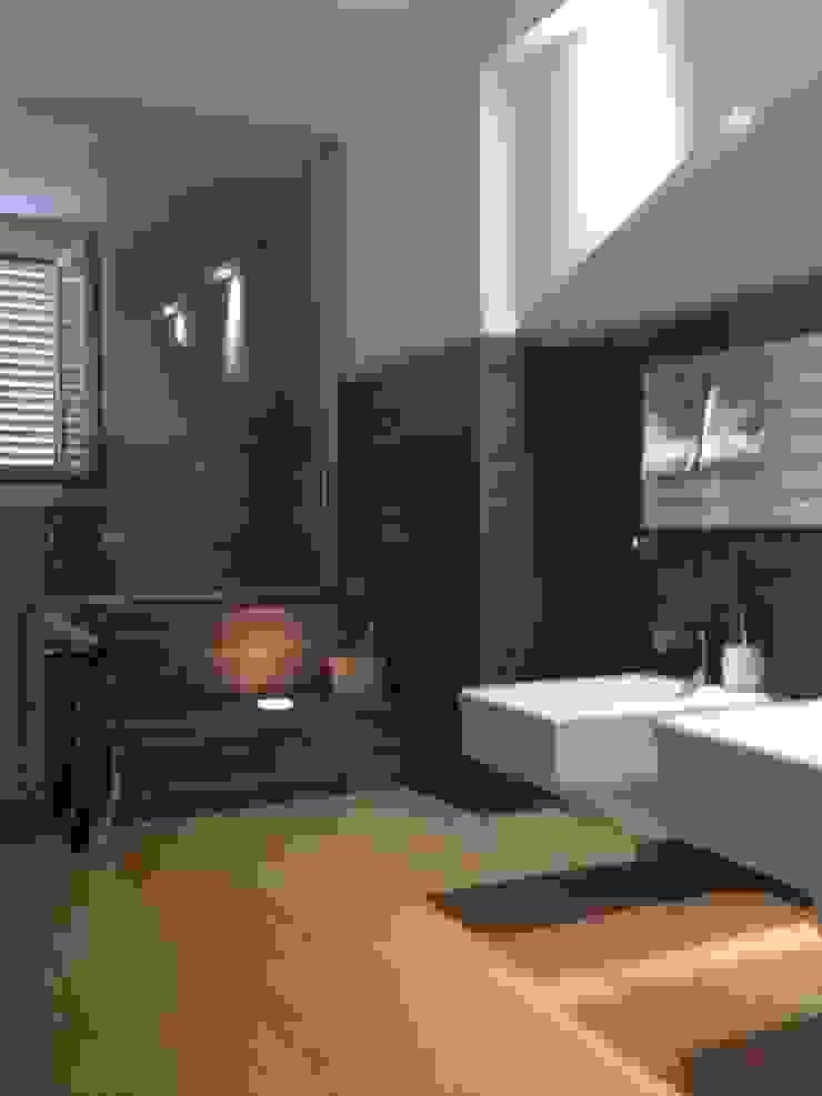 attico a Roma Bagno minimalista di architetto Roberta Galantino Minimalista