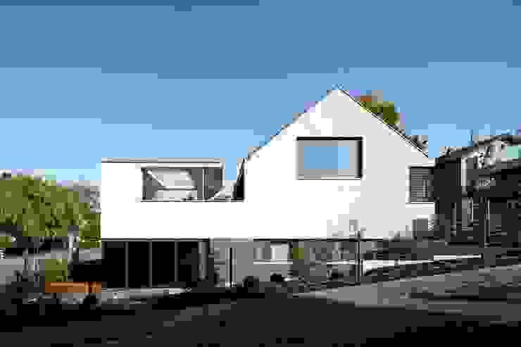 Wohnhaus mit Praxis Moderne Häuser von Claus + Pretzsch Architekten BDA Modern