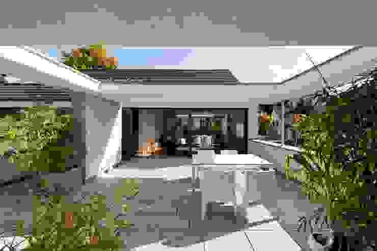 Wohnhaus mit Praxis Moderner Balkon, Veranda & Terrasse von Claus + Pretzsch Architekten BDA Modern
