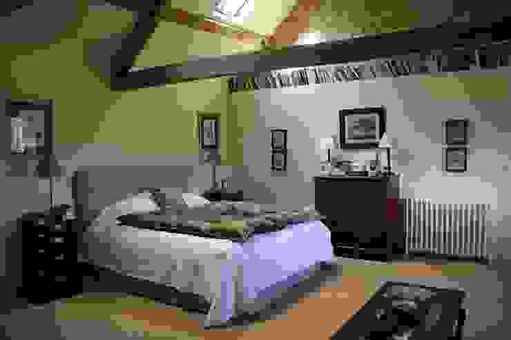 Master bedroom Wiejska sypialnia od Justin Van Breda Wiejski