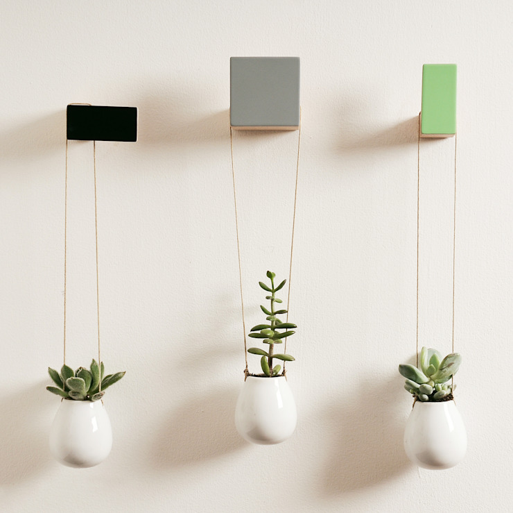 WOODEN WALL HOOKS, SQUARE AND RECTANGULAR DESIGN, PLAIN COLOURS por chocolate creative Escandinavo