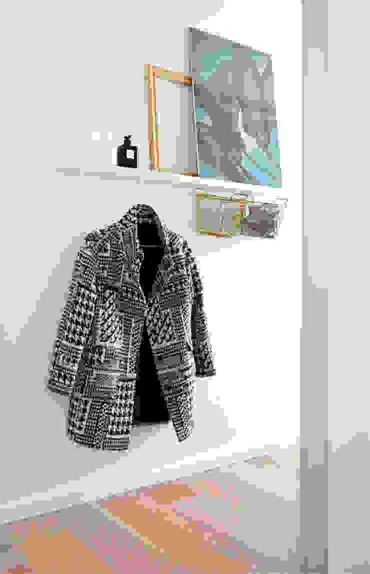 Scandinavian style dressing room by Kristina Steinmetz Design Scandinavian
