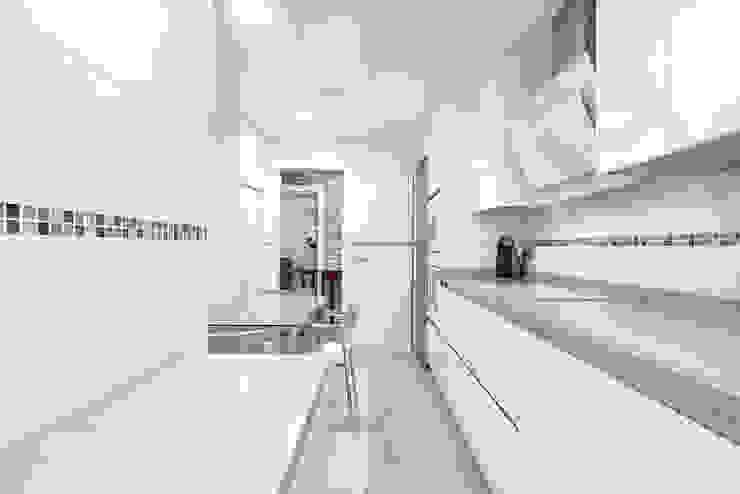 Cocinas minimalistas de Espacios y Luz Fotografía Minimalista