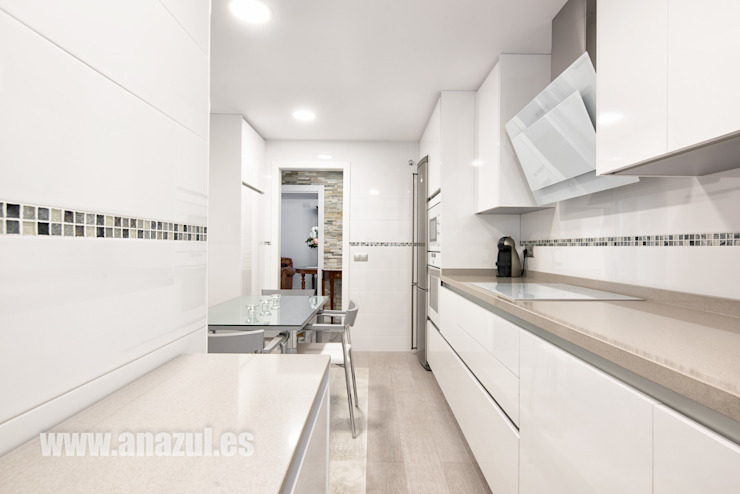 Espacios y Luz Fotografía Nhà bếp phong cách tối giản