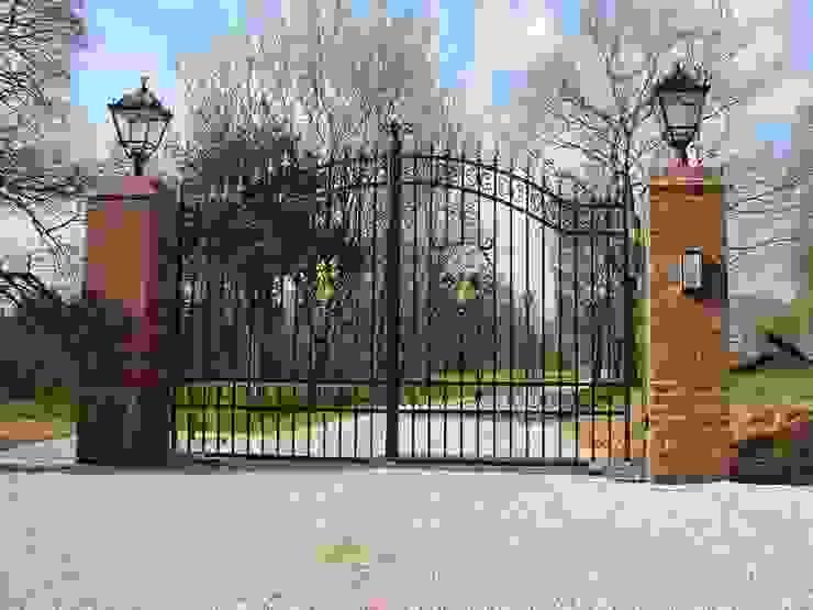 Estate Entrance gates: country  by F E PHILCOX LTD, Country