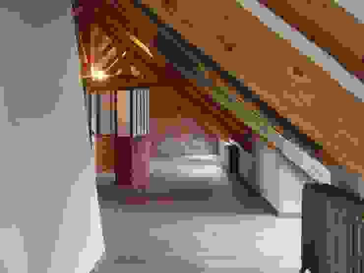 Rénovation d'une ferme en Alsace Chambre industrielle par Atelier Laparra Industriel