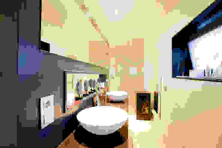 Baño para dos Baños de estilo minimalista de IPUNTO INTERIORISMO Minimalista