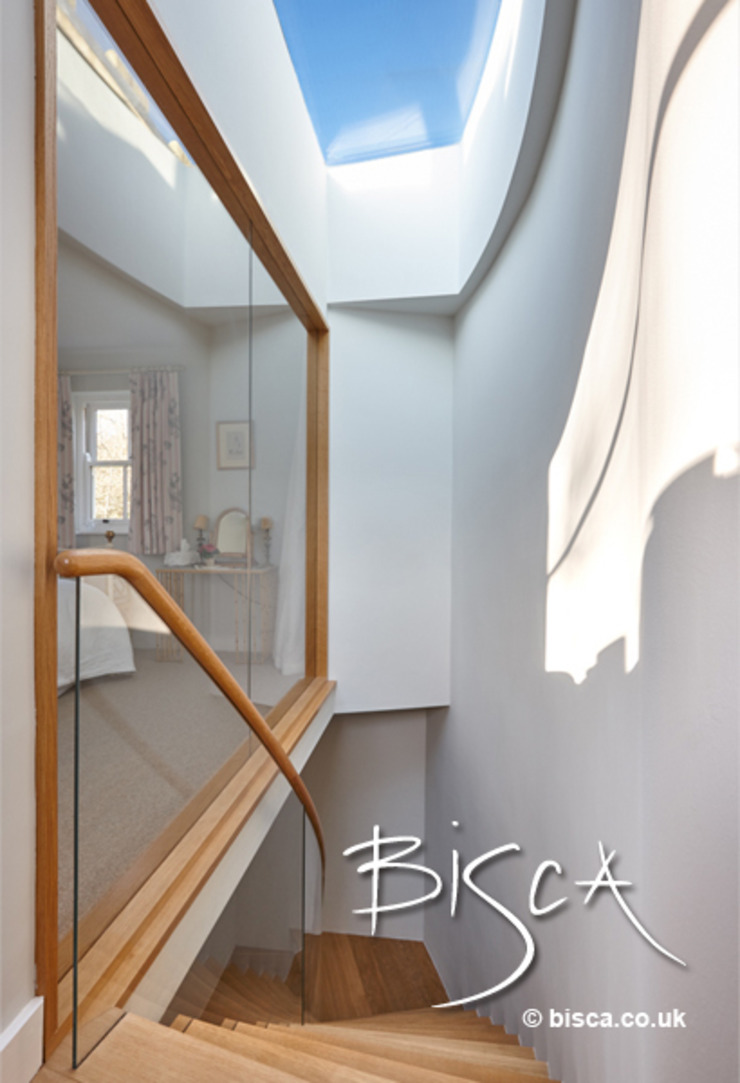Glass wall and staircase Modern corridor, hallway & stairs by Bisca Staircases Modern