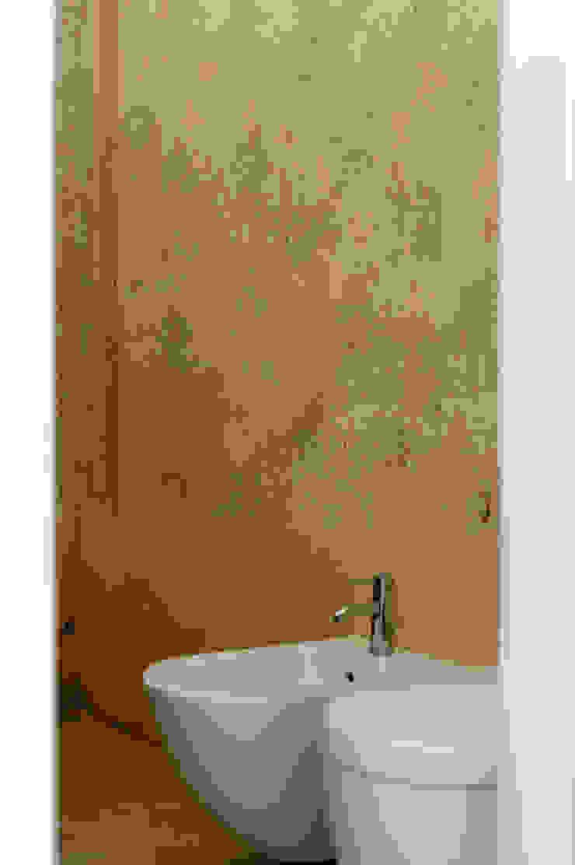 Ristrutturazione Palazzetto ottocentesco – Sorso 2011. Bagno moderno di Officina29_ARCHITETTI Moderno