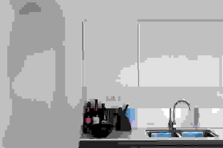 Ristrutturazione Palazzetto ottocentesco – Sorso 2011. Cucina moderna di Officina29_ARCHITETTI Moderno