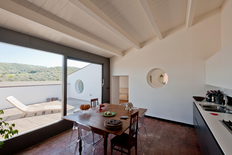 Modern kitchen by Officina29_ARCHITETTI Modern