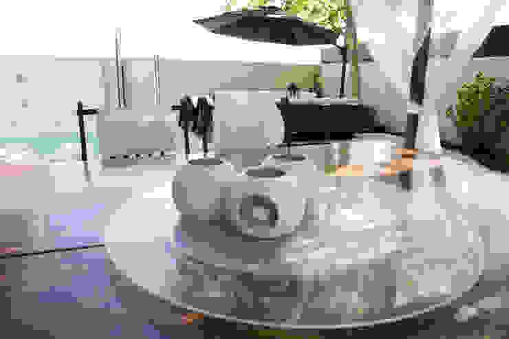 Ilumina en blanco Jardines de estilo minimalista de IPUNTO INTERIORISMO Minimalista