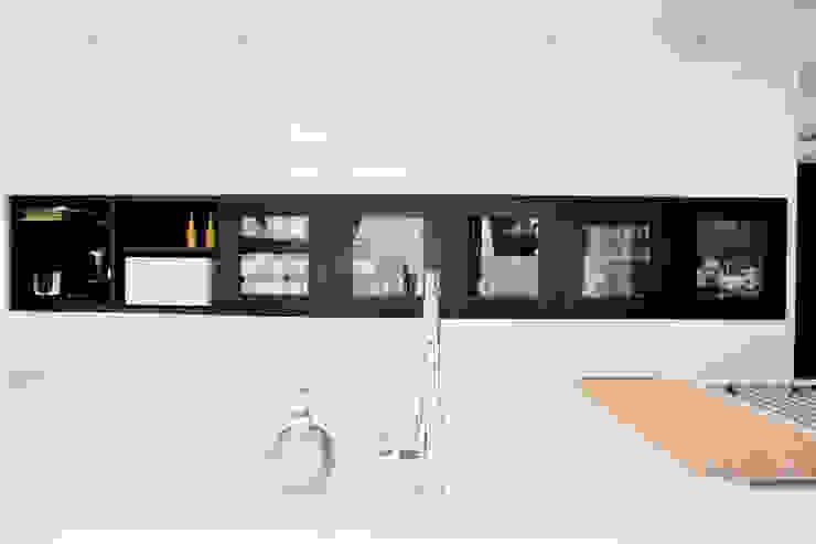 Cromados Cocinas de estilo moderno de IPUNTO INTERIORISMO Moderno