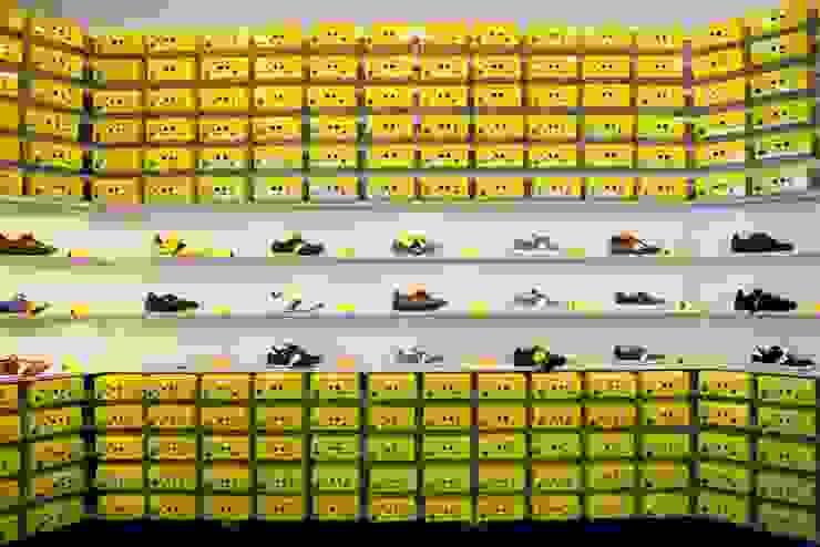 Botas shoes showroom bởi studio deFORM Tối giản