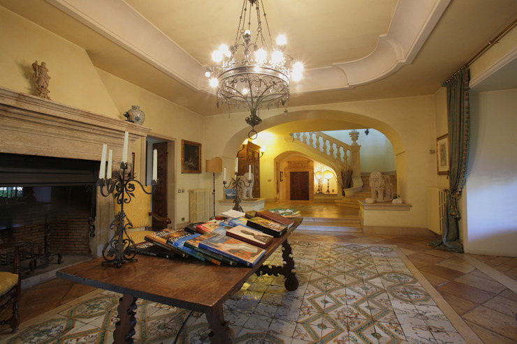 Architetto Giuseppe Prato Classic style corridor, hallway and stairs