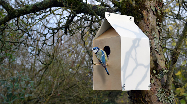 MILK CARTON INSPIRED NESTBOX / BIRDHOUSE por Jam Furniture Minimalista