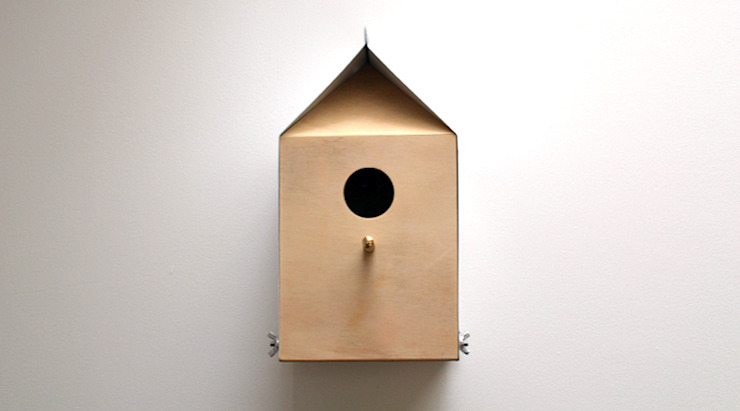 MILK CARTON INSPIRED NESTBOX / BIRDHOUSE: modern  by Jam Furniture, Modern