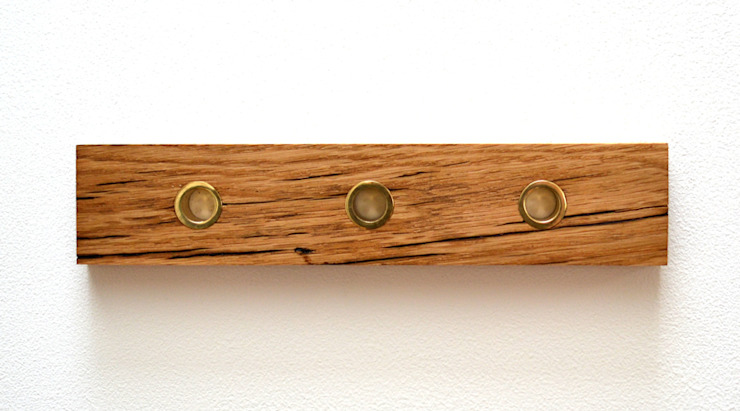 RECLAIMED FRENCH OAK KEY HOLDER WITH SOLID BRASS KEY FOBS: minimalist  by Jam Furniture, Minimalist