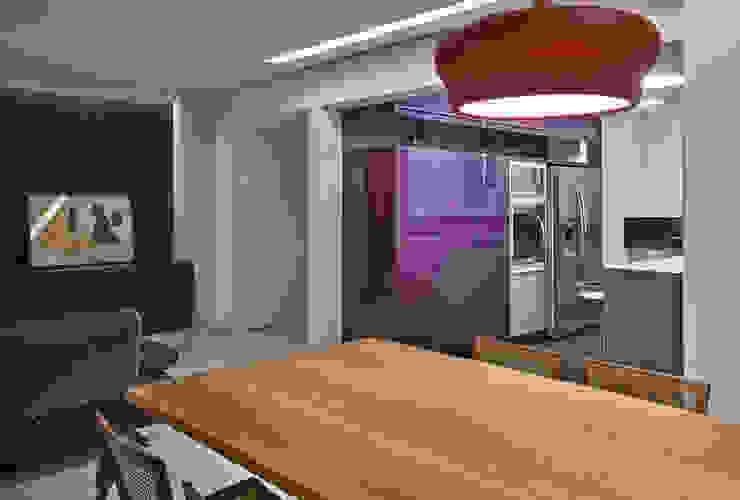Apartamento jovem família Cozinhas modernas por Jaqueline Frauches Arquitetura e Interiores Moderno