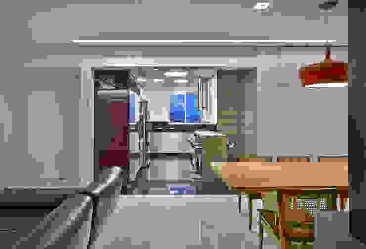 Apartamento jovem família Salas de jantar modernas por Jaqueline Frauches Arquitetura e Interiores Moderno