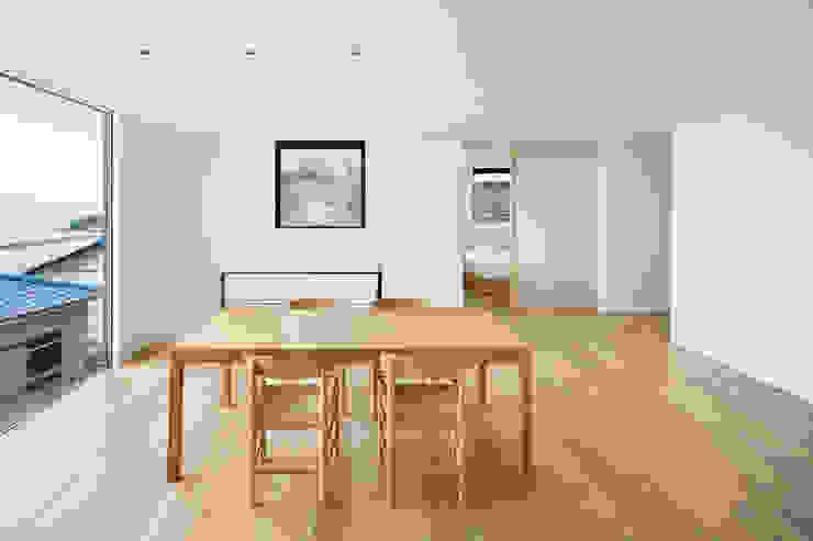 Ruang Keluarga Modern Oleh 栗原隆建築設計事務所 Modern
